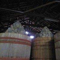 角久の八丁味噌工場、天保の樽あり