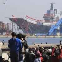 中国初の国産空母が進水した。