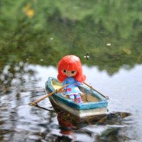 プチ子、ボートに乗る