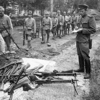 ソ連軍兵士が、日満パルプの女性社員を集団強姦。
