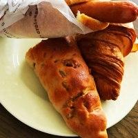 朝ご飯は、ソーセージの入ったパンとクルミパン(どんぐり 新さっぽろ)