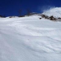 富士山 今冬初大雪原に48分間入る...