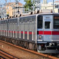 多摩川を行く東武9000系