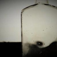 窓辺の小瓶