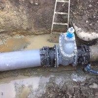 緊急工事1  ~配水槽に接続する制水弁~