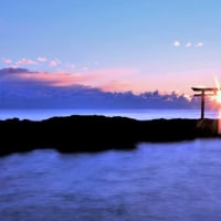 大洗神磯の鳥居と日の出