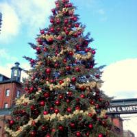 ディスティラリー地区のクリスマスマーケットとガイドツアー