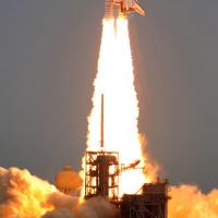 シャトル、最後の打ち上げ 30年の幕下ろす