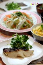 タラの塩麹焼き、白だしで豆腐の卵とじ丼