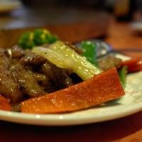 「同發 本館」の豚肉スペアリブの焼物。