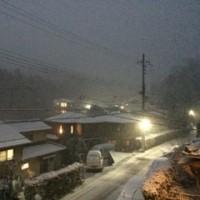 雪の日の夕暮れ