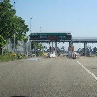 高速道路、、で