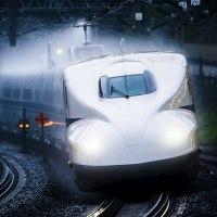 雨の小田原駅に交互にやってきたN700系と700系