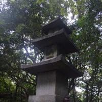 まち歩き東0428  清閑寺山頂付近に石仏塔 誰が何のために いつ作ったのか