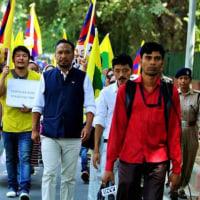 インド亡命チベット人150人、中国圧政に抗議デモ行進。