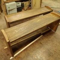古材のベンチ