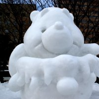 17年 さっぽろ雪まつり 雪像3    <写真22枚>>>>春昼の蒼穹にゴジラ吠え叫び