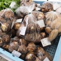 一歩一歩深まる秋、里芋が美味しい時期になり、止々呂美の朝市では…