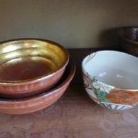 茶道の縞台の金銀の茶わんの作法