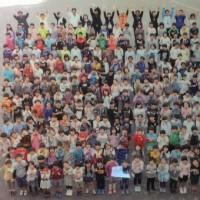 少子化を実感した小学校の記念式典。