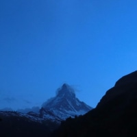 Matterhorn に懸かる上弦の月