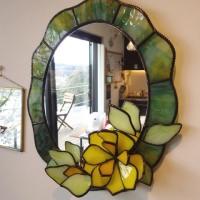 黄色い花の鏡 (03/27)