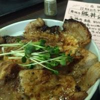 焼肉たてがみさんの炭焼き豚丼(戦国ハーぶ~丼)がお勧めです。