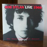 時代は変わる。Bob Dylan氏にMaster of War贖罪のための賞