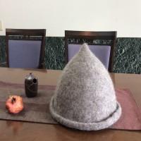 フェルトのとんがり帽子
