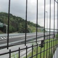 伊坂ダムの側を通る新名神が開通しています。