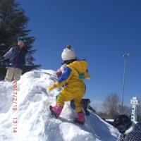 雪山で遊ぶ