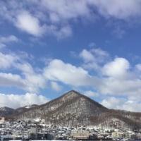 春の三角山
