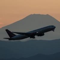 12月3日 横田基地 富士山バックにOMNI AIR