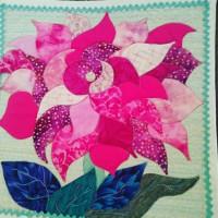 花のアップリケのミニタペストリー