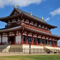 平成30年11月の即位の礼は奈良市の国営平城宮跡歴史公園の復元大極殿で行われ、それを期に皇室は関西に戻る。