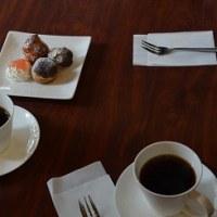 雨の日のコーヒー教室は、ブレンド実験を楽しむ。
