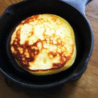 朝ご飯は、スキレットで作ったホットケーキ