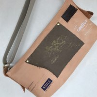 ヌメ革のショルダーバッグ
