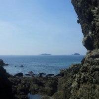 夫婦岩と軍艦島