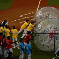 「LIONS THANKS FESTA 2016」 「L-1BATTLE」 人間大玉転がし&巨大ボーリング対決