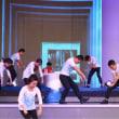 ダンサーさんの活躍を見逃すな。