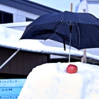 ユ-モラスなピコ太郎の雪像