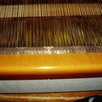 茶色で枡文様 織り始めは単色で
