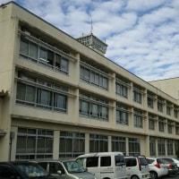 地震速報で飛び出す市庁舎