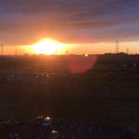 綺麗な夕日ですが…気になる雲の形