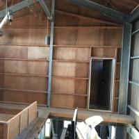 茨城 地元企業家の事業拡張工事初日は壁の撤去