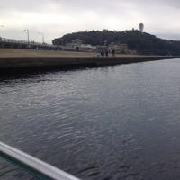 """江ノ島には船で反対側までいくことができます。""""帰りは下り坂""""が多いので楽なんだそうです。"""