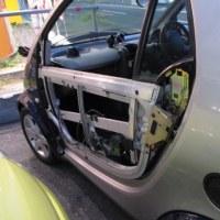 当店代車のSMART、ガラス落ち。