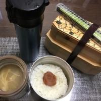 えのきと大根のお味噌汁と肉の唐揚げ弁当。