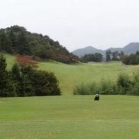 秋雨の中のゴルフの一日